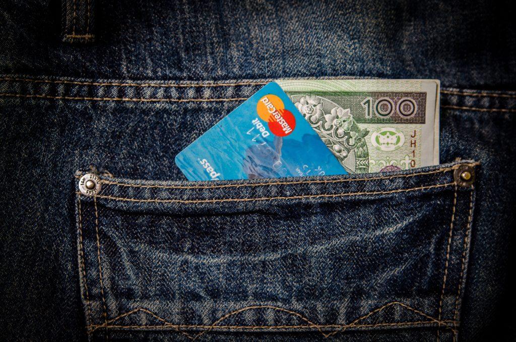Cash versus credit card, alin ang mas magandang gamitin?